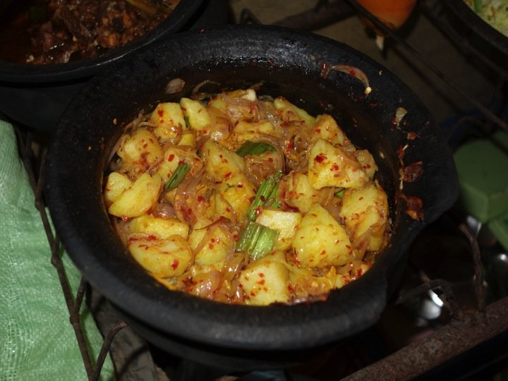 Potato sambal salad sri lanka exotic recipes authentic potato sambal salad forumfinder Choice Image
