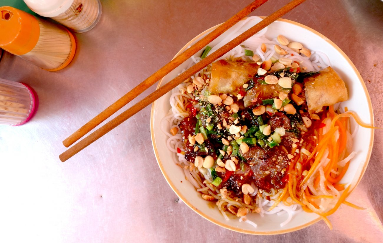 Bun cha gio - Vermicelli with fried spring rolls - Vietnam ...