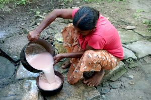Rice rinsing in Sri Lanka - by Authentic World Food