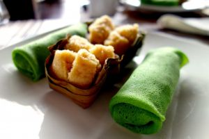 Kueh dadar - Pancakes with coconut